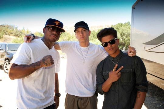 Galería >> Fotos anteriores de Bruno Mars Eminem-and-bruno-mars-filming-lighters-video